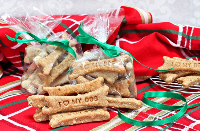 Homemade Christmas treats for dogs